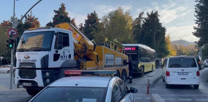 İETT otobüsüyle otomobil çarpıştı: 7 yaralı