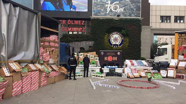 İstanbul'da 8 buçuk milyon liralık kaçak eşya ve tütün ele geçirildi