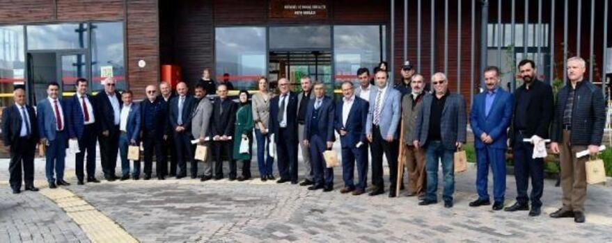 Altınova'daki köy ve mahalle muhtarlarını Hersek Lagünü'nde buluştu