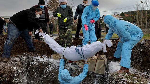 İran'da ölü sayısı 125 bine dayandı!