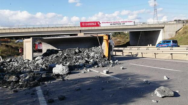 Sancaktepe'de hafriyat kamyonu yan yattı; yol trafiğe kapandı
