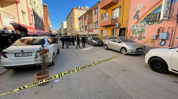 Okul servisi ve otomobil sürücülerinin 'yol vermeme' kavgasında ateş açıldı