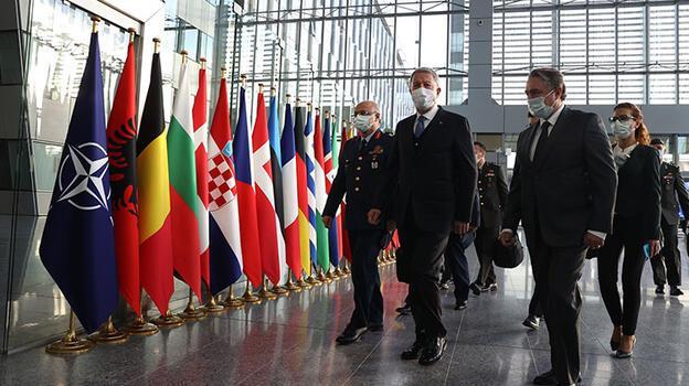 Son dakika! Bakan Akar NATO Karargahı'nda