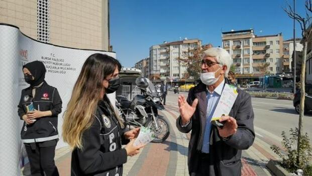 Bursa'da narkotik polisi, uyuşturucuyla mücadele kapsamında vatandaşları bilgilendirdi