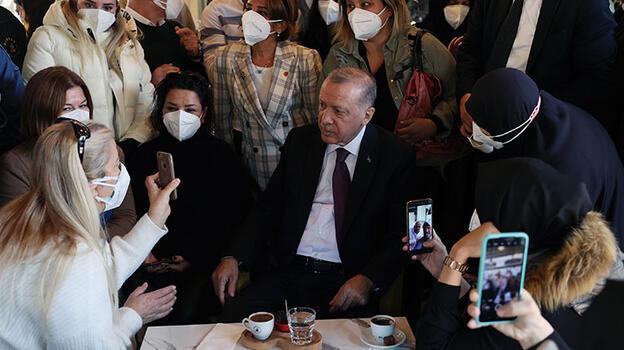 Erdoğan, Üsküdar'da bir kafeyi ziyaret etti