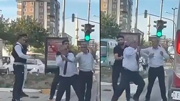 Otobüs şoförü, yol verme tartışmasında sopayla saldırdı!