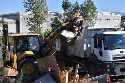 Osmangazi Belediyesi kaçak yapılan barakaları yıkıyor