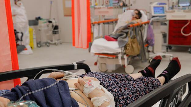 Romanya koronavirüs ölümlerinde nüfusuna oranla dünyada ilk sıraya yerleşti