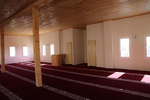 Yangında zarar gören cami onarılarak yeniden hizmete açıldı