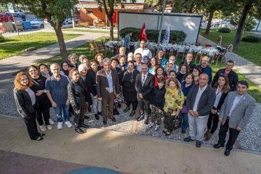 Büyükşehir Belediye Başkanı Tunç Soyer depremzedelerle bir araya geldi