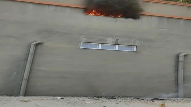 Esenyurt'ta sitenin otoparkında yangın