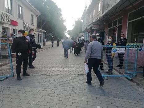 Manyas'ta, ilçe pazarında COVİD-19 önlemleri