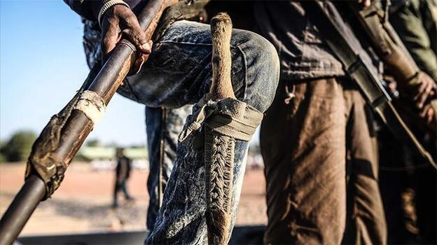 Nijerya'da hapishaneye düzenlenen silahlı saldırıda mahkumlar firar etti