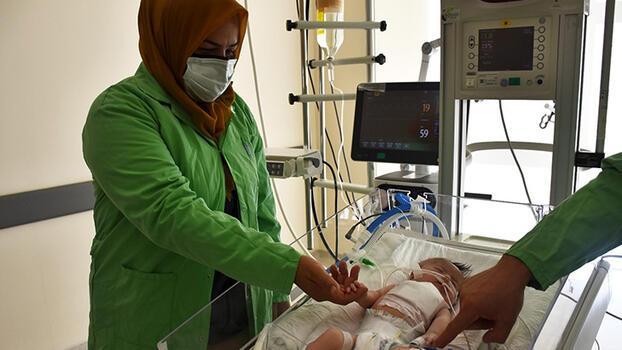 Koronavirüse yakalanan anne, bebeğine 1 ay sonra kavuşabildi