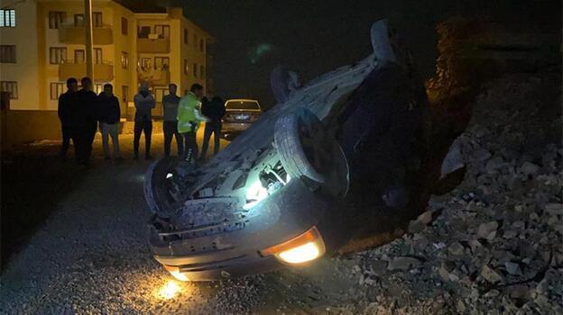 Polisten kaçarken takla atan hafif ticari araçtaki 3 kişi kayıplara karıştı