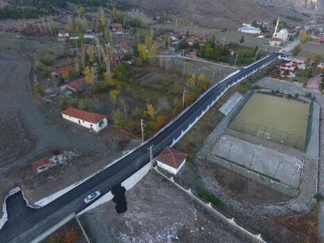 Turhal'da belediyeden sıcak asfalt çalışması