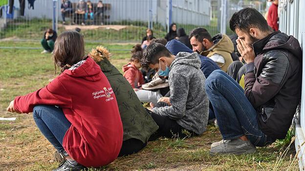 Almanya'da aşırı sağcılar sığınmacıları engellemek için toplanıyor