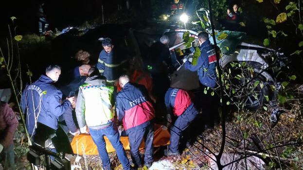 Kamyonet 100 metreden uçuruma yuvarlandı! 3 ölü 1 yaralı