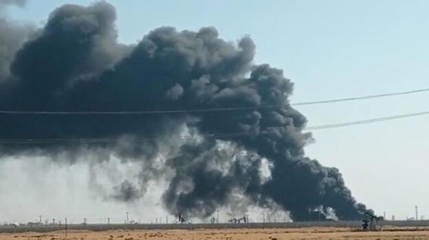 Kamışlı'da petrol kuyusunda yangın! 20 kilometrelik mesafeden görülüyor