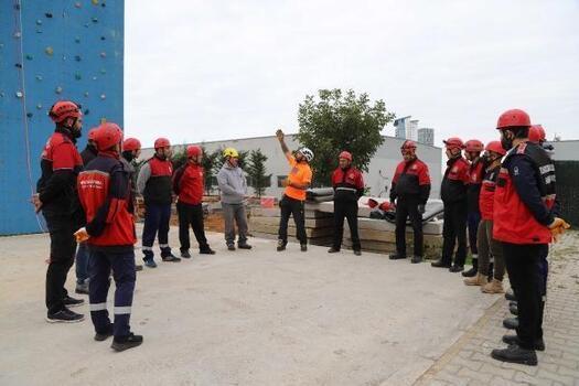 Kartal Belediyesi'nden personele Afet Müdahale Eğitimi
