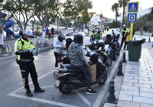 Bodrum'da motosiklet denetiminde 17 bin lira ceza kesildi
