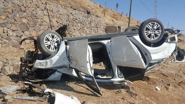Bingöl'de otomobil şarampole devrildi: 3 ölü, 3 yaralı