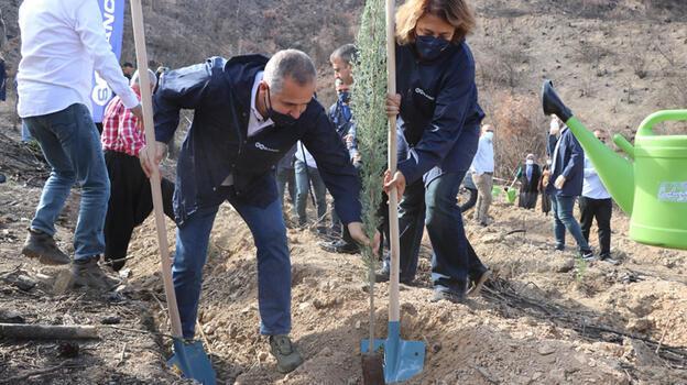 Adana'da 'Sabancı Cumhuriyet Seferberliği' fidan dikimi etkinliği