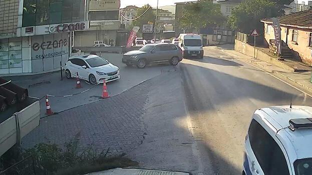 Eczaneye otomobil çarptı! Ezilmekten son anda kurtuldu