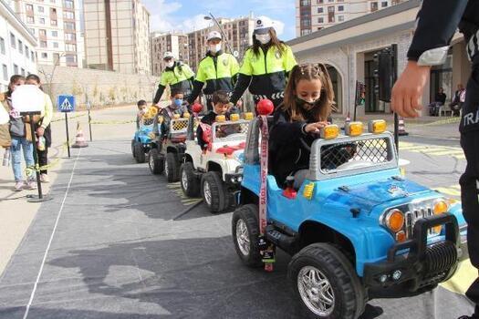Şırnaklı öğrencilere trafik eğitimi