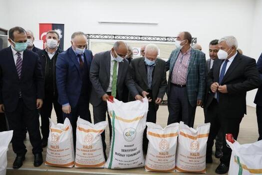 300 çiftçiye 30 ton buğday tohumu desteği verildi