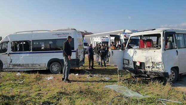 Bursa'da minibüsler çarpıştı! 2'si ağır, 12 yaralı