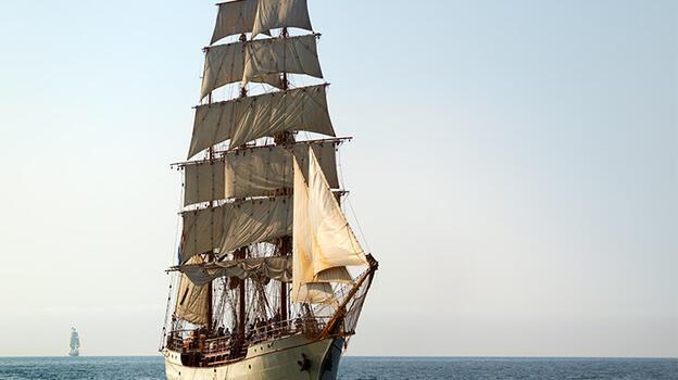 Uyuşturucu taşıyan denizaltı, 18. yüzyıl tarzı yelkenli gemiyle yakalandı