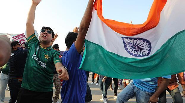 Pakistan'ın krikette Hindistan'ı yenmesini kutlayan üç öğrenci gözaltında