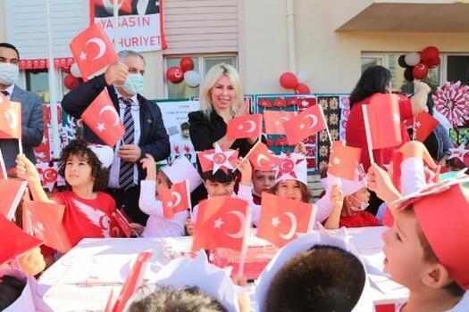 Rektör Özkan, çocuklarla 29 Ekim Cumhuriyet Bayramı'nı kutladı