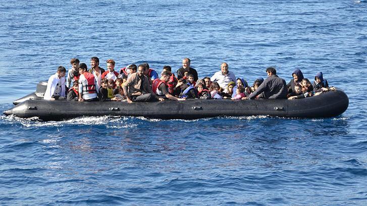 Çanakkale'de lastik bot içinde 55 kaçak göçmen yakalandı