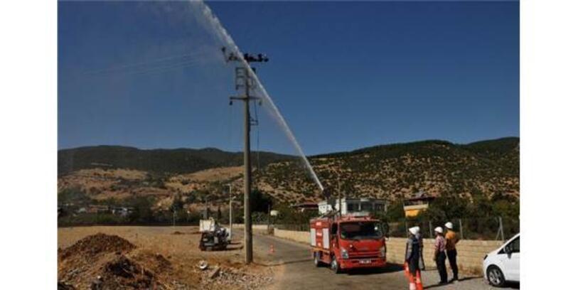 Yüksek Gerilim Hatları Tazyikli Suyla Temizleniyor