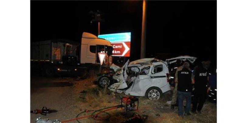 Tunceli'de, Tır İle Çarpışan Hafif Ticari Araçtaki 4 Kişi Öldü