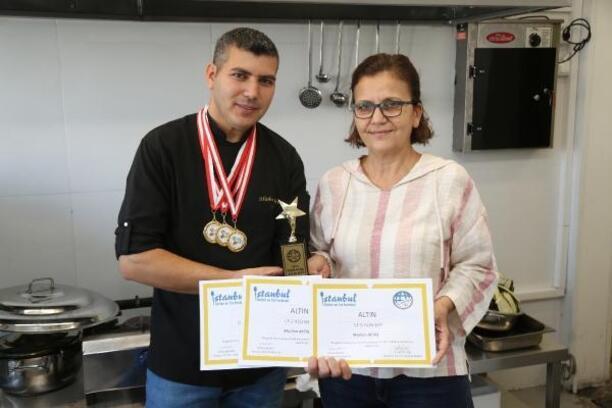 Belediye aşçısı 3 altın madalya 1 kupa aldı