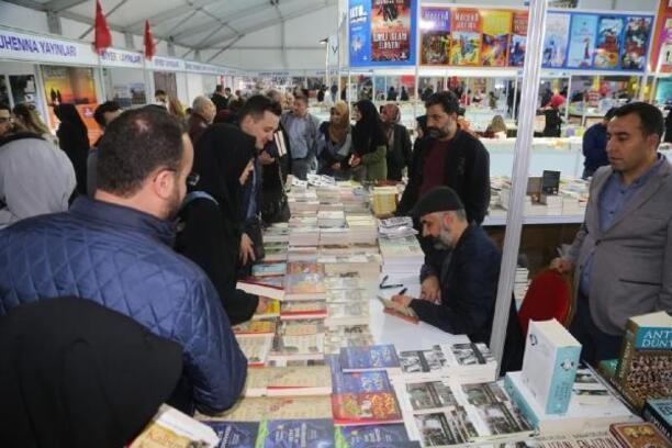 Elazığ'da kitap fuarına ilgi