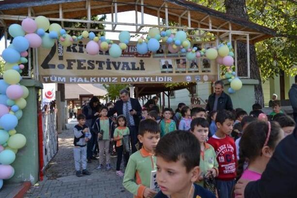 Bigadiç'te Kitap Festivali büyük ilgi gördü