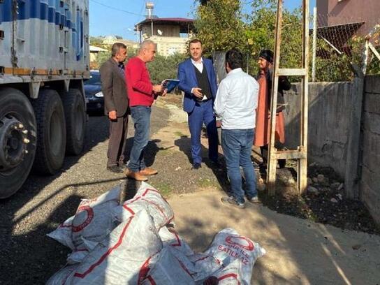 Hasanbeyli'de ihtiyaç sahiplerine kömür yardımı