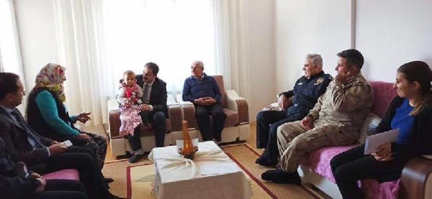 Kaymakam Akça, şehit ailelerini ziyaret etti