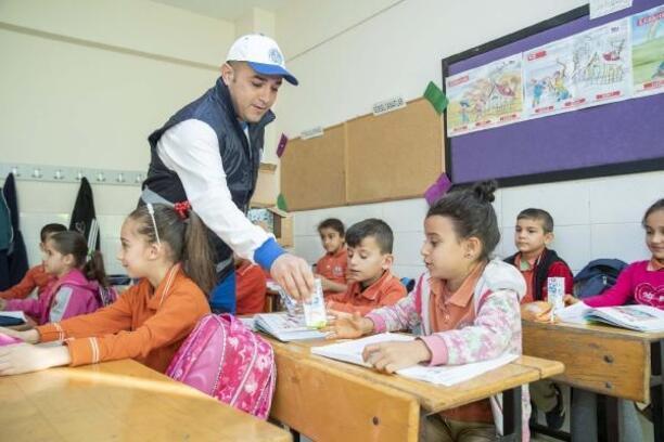 Süt Projesi, ilk haftada 56 bin çocuğu sevindirdi