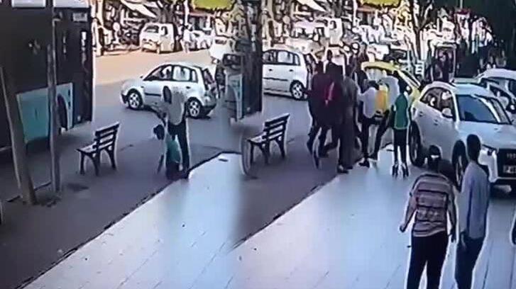 Şoför otobüse tutunan çocuğa böyle şiddet uyguladı