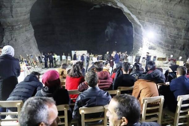 Iğdır'da tuz mağarasında karma sergi