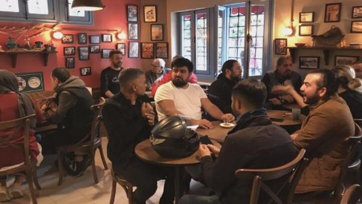 Bu kafede kahvenizi yudumlarken işaret dili öğrenebilir misiniz?