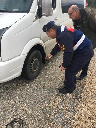 Orhaneli'de Jandarma lastik denetimine başladı