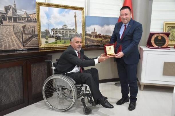 Başkan Beyoğlu'na plaket