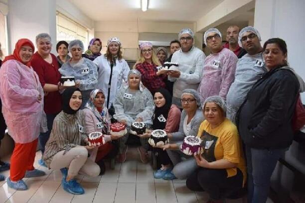 Bozüyük'te, engelli gençler pasta yaptı