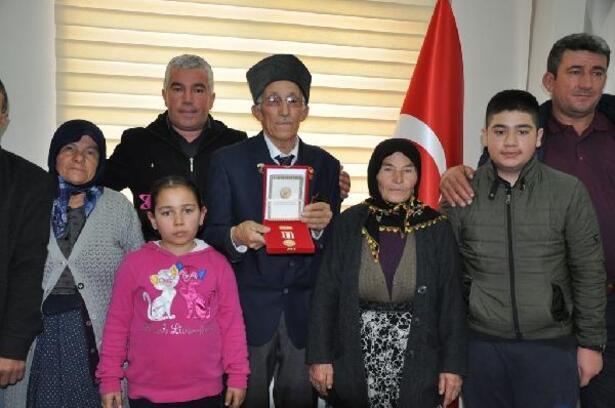 Kıbrıs Barış Harekatı Gazisi, 45 yıl sonra madalyasını aldı
